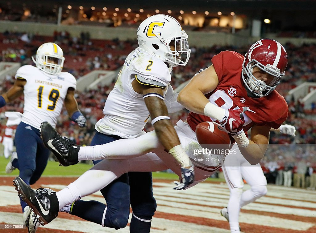 Miller Forristall #87 of the Alabama Crimson Tide fails to pull in this touchdown reception against Cedric Nettles #2 of the Chattanooga Mocs at Bryant-Denny Stadium on November 19, 2016 in Tuscaloosa, Alabama.