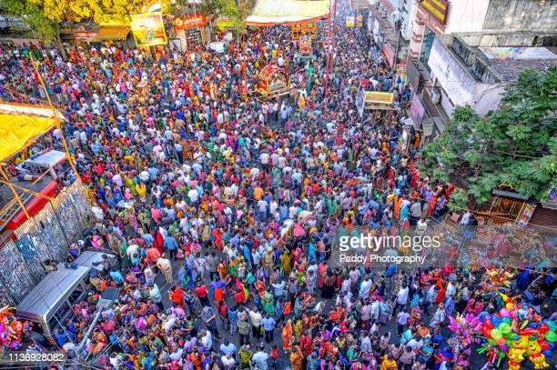 milling crowds, 63 festival, mylapore - chennai stock pictures, royalty-free photos & images