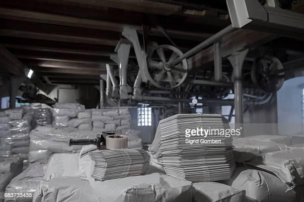 milling machines and stacks of sacks in wheat mill - sigrid gombert stock-fotos und bilder