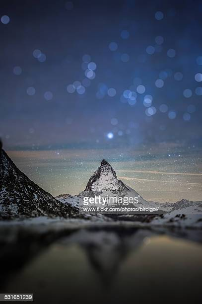 million of star over matterhorn mountain - pinnacle peak stock-fotos und bilder