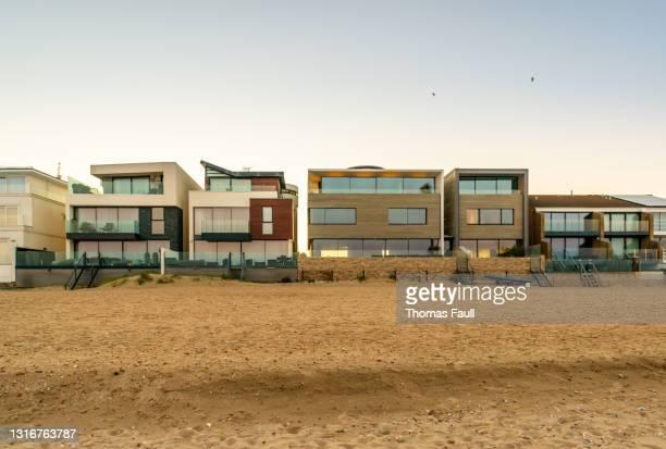 ミリオネアズロウ:サンドバンクスビーチフロントの宿泊施設 - プール湾 ストックフォトと画像