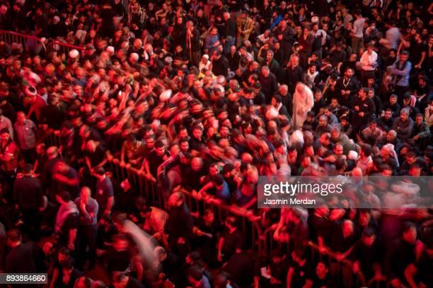 millions of pilgrims in karbala shrine, iraq - arbaeen - fotografias e filmes do acervo