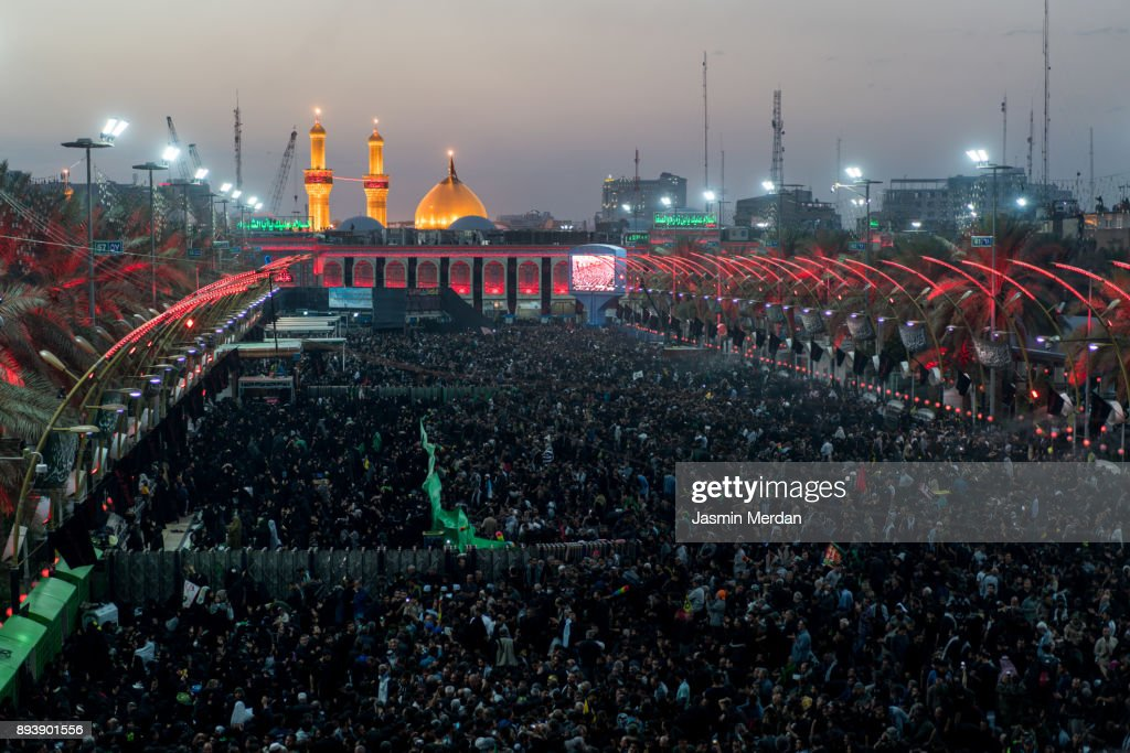 Millions of pilgrims in Karbala Shrine, Iraq : Foto de stock