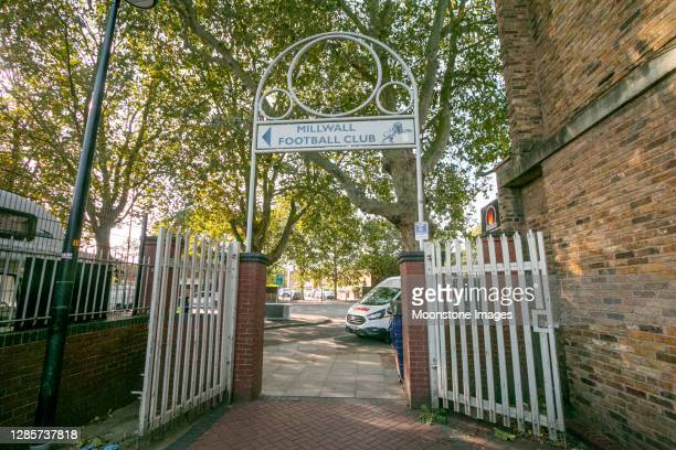 millwall football club in south bermondsey, londen - club football stockfoto's en -beelden