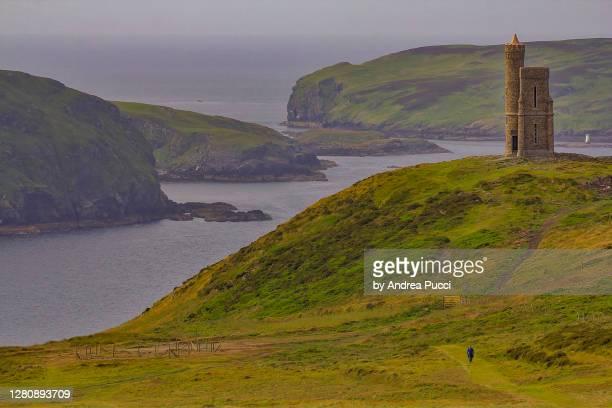 milner's tower, bradda head, isle of man, united kingdom - islas de gran bretaña fotografías e imágenes de stock