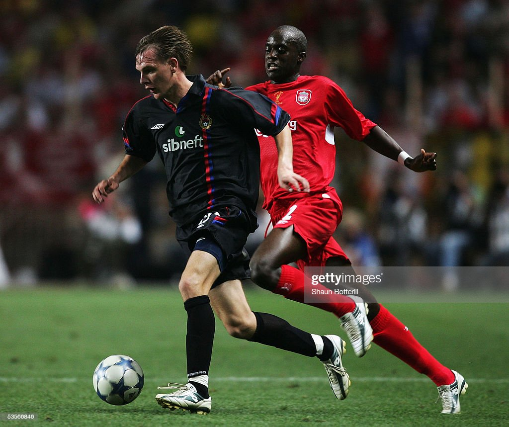 Milos Krasic of CSKA Moscow is chased by Mohamed Lamine Sissoko of Liverpool during the UEFA Super Cup match between Liverpool and CSKA Moscow at the Stade Louis II on August 26, 2005 in Monte Carlo, Monaco.