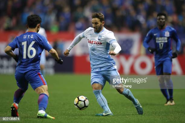 Milos Ninkovic of Sydney FC competes the ball with Li Yunqiu of Shanghai Shenhua FC during the AFC Champions League Group H match between Shanghai...