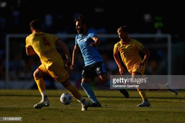 Milos Ninkovic of Sydney FC dribbles the ball during the A-League match between Sydney FC and Adelaide United at Leichhardt Oval, on April 18 in...