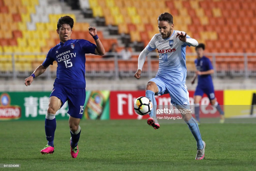 Milos Ninkovic of Sydney FC scores the opening goal during the AFC Champions League Group H match between Suwon Samsung Bluewings and Sydney FC at Suwon World Cup Stadium on April 3, 2018 in Suwon, South Korea.