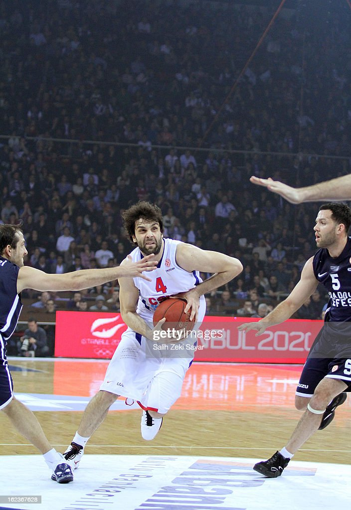 Milos Teodosic #4 of CSKA Moscow competes with Kerem Tunceri #10 and Jordan Farmar #5 of Anadolu Efes during the 2012-2013 Turkish Airlines Euroleague Top 16 Date 8 between Anadolu EFES Istanbul v CSKA Moscow at Abdi Ipekci Sports Arena on February 22, 2013 in Istanbul, Turkey.