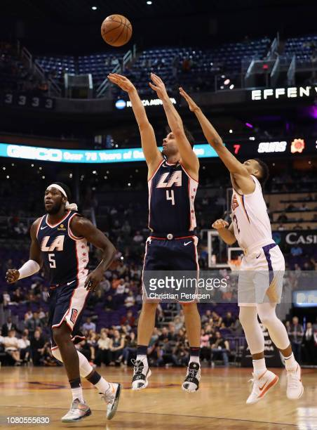 Milos Teodosic of the LA Clippers attempts a shot past Elie Okobo of the Phoenix Suns during the first half of the NBA game at Talking Stick Resort...