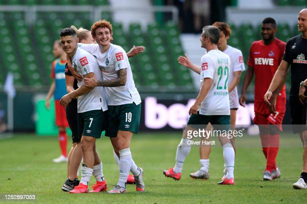 Milot Rashica and Josh Sargent of Werder Bremen celebrate victory after the Bundesliga match between SV Werder Bremen and 1 FC Koeln at Wohninvest...