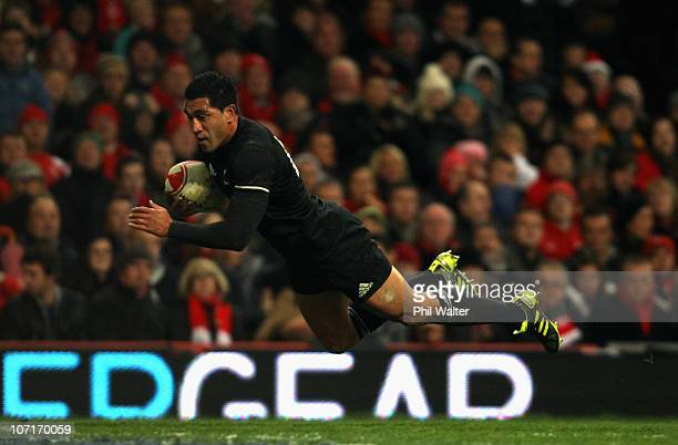 Mils Muliaina of the All Blacks scores a try during the Test match between Wales and the New Zealand All Blacks at Millennium Stadium on November 27...