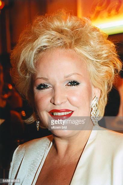 Milster Angelika * Saengerin Schauspielerin D Portrait laechelt 2000