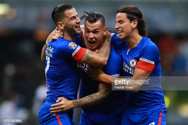 Milton Caraglio of Cruz Azul celebrates with teammates after scoring the first goal of his team during the semifinal second leg match between Cruz...