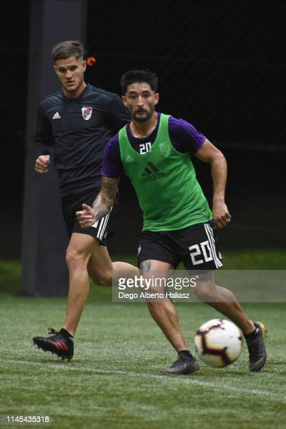 Milton Casco and Bruno Zuculini of River Plate during a training session at CAT Alfredo Gottardi on May 21 2019 in Curitiba Brazil River Plate will...