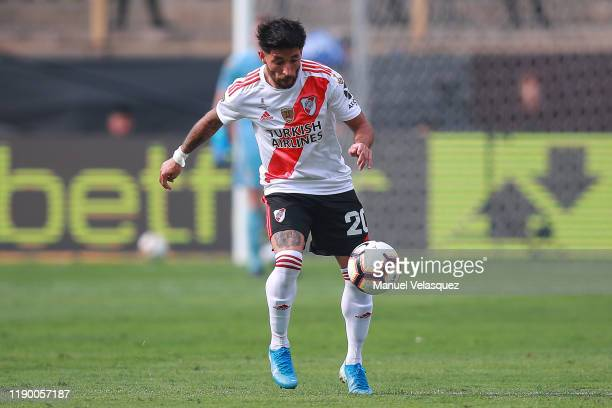 Milton Casco of River Plate controls the ball during the final match of Copa CONMEBOL Libertadores 2019 between Flamengo and River Plate at Estadio...