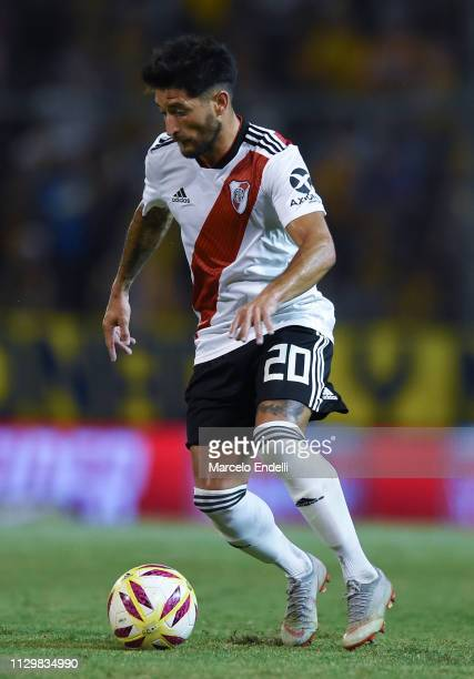 Milton Casco of River Plate drives the ball during a match between Rosario Central and River Plate as part of Superliga 2018/19 at Estadio Gigante de...