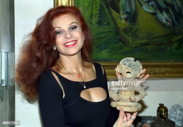 Milva nackt. 😝 Cindy Crawford Nude. 2020-01-25