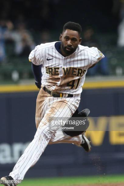 Milwaukee Brewers center fielder Jackie Bradley Jr. Loses his helmet during a game between the Milwaukee Brewers and the Pittsburgh Pirates on April...