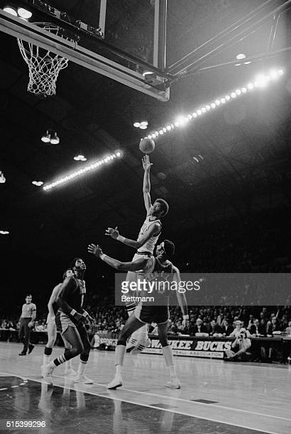 Kareem Abdul Jabbar shoots over Los Angeles Lakers Wilt Chamberlain during the BucksLakers game Jabbar scored 39 points for the Bucks in their 120104...