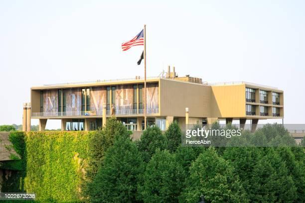 milwaukee war memorial center - war memorial stock pictures, royalty-free photos & images