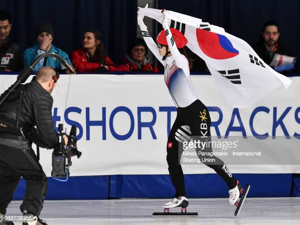 Min Jeong Choi of Korea celebrates with the Korean flag after becoming the overall champion in the women's 3000 meter SuperFinal during the World...