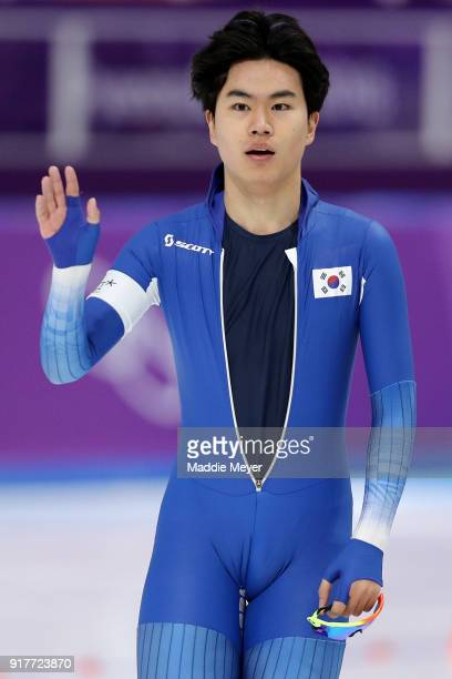Min Seok Kim of Korea salutes the crowd during the Men's 1500m Speed Skating on day four of the PyeongChang 2018 Winter Olympic Games at Gangneung...