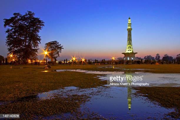 minar e pakistan - minar e pakistan stock pictures, royalty-free photos & images