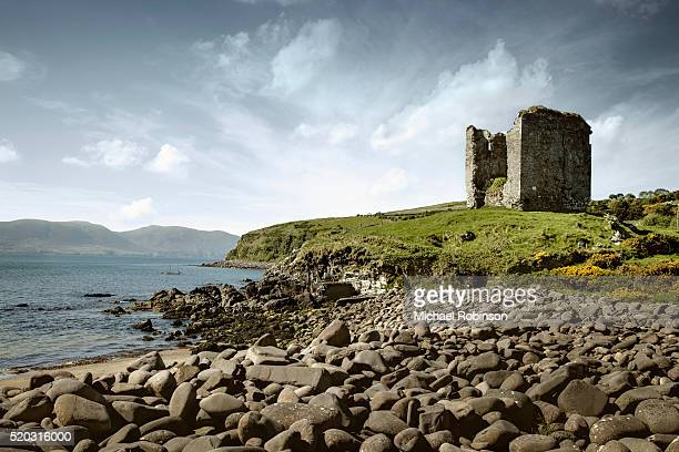minard castle and rocky beach county kerry ireland - michael robinson stock pictures, royalty-free photos & images