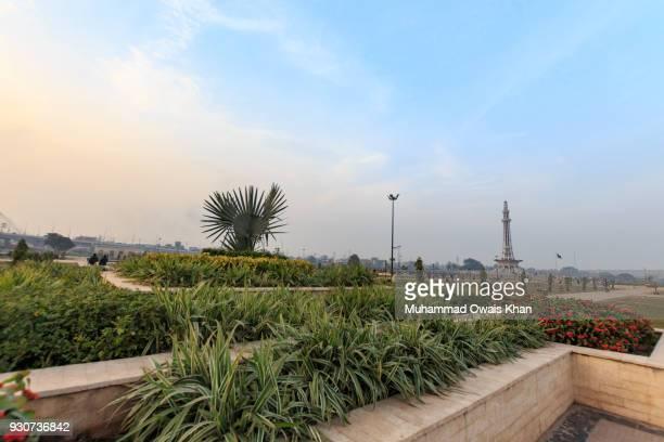minar-e-pakistan - national monument - minar e pakistan stock pictures, royalty-free photos & images