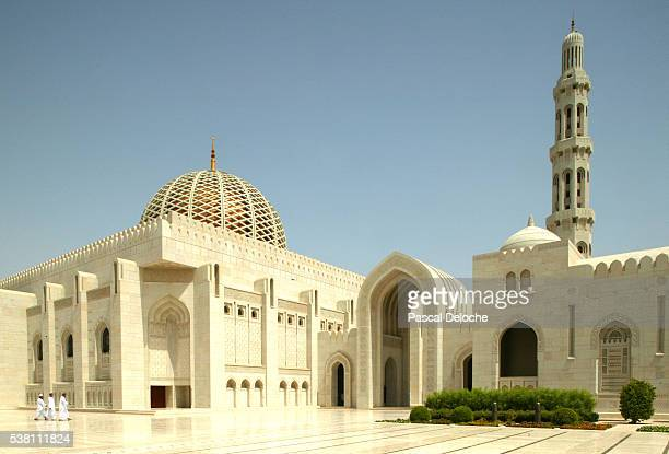 minaret and dome of the sultan qaboos mosque - sultan qaboos mosque stock pictures, royalty-free photos & images