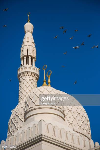 minaret of jumeirah mosque with birds - floating mosque stock pictures, royalty-free photos & images