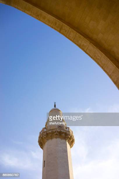 minaret with arch of prophet shoaib shrine and mosque in jordan. - shaifulzamri stock pictures, royalty-free photos & images