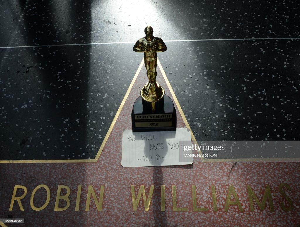 A minature Oscars statue and an 'I will miss you' note is seen at Robin Williams' star on the Hollywood Walk of Fame is seen, August 11, 2014, in Hollywood, California. Academy Award-winning actor and comedian Robin Williams was found dead in his Marin County home earlier today of an apparent suicide. He was 63 years old. AFP PHOTO/Mark RALSTON