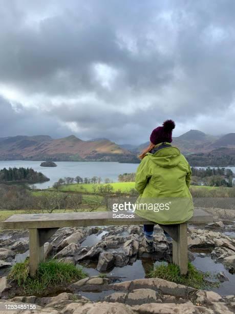 mindfulness moment - bewustwording over geestelijke gezondheid stockfoto's en -beelden
