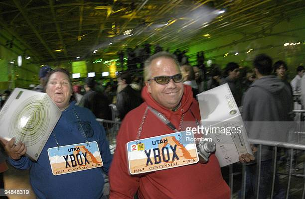 Mindy and Rob Cassingham collect their new Microsoft Xbox 360 video-game console in Palmdale, California, USA, late Monday, November 21, 2005. ....