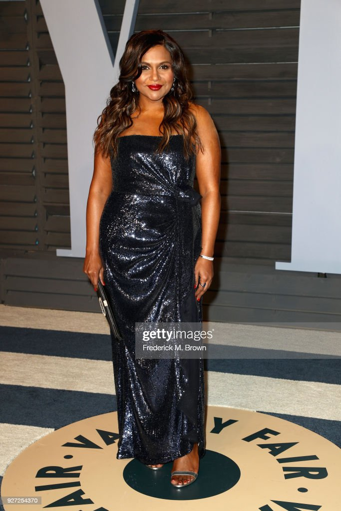 Mindy Kaling attends the 2018 Vanity Fair Oscar Party hosted by Radhika Jones at Wallis Annenberg Center for the Performing Arts on March 4, 2018 in Beverly Hills, California.