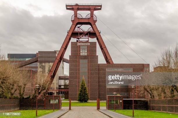 ゾルフェリン炭鉱の鉱山ヘッドタワー - エッセン ストックフォトと画像