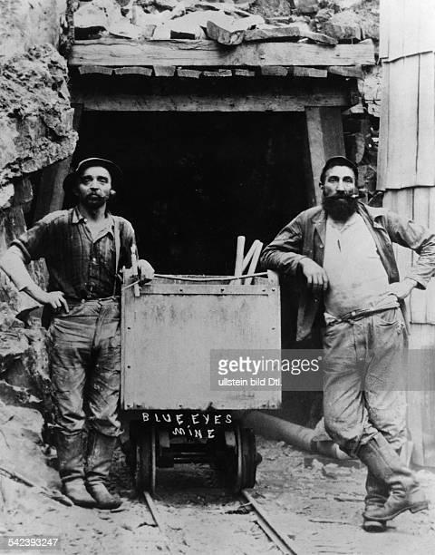 Minenarbeiter / Goldgräber in Kalifornien die Jeans von Levi Strauss tragen um 1880