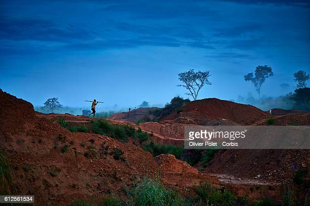 Miner carrying an iron bar walks towards his concession 28 March 2013 near an Angolan village not far from the Congolese border Finding even a very...