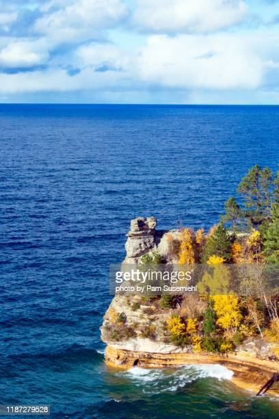 miners castle with fall foliage, pictured rocks lakeshore, michigan - upper peninsula stock pictures, royalty-free photos & images