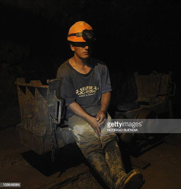 A miners from a rescue team stands by in a 150metredeep shaft of Casa Negra mine in Portovelo Ecuador October 17 2010 Rescue crews dug further into a...
