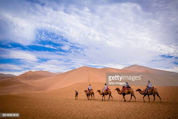 mingsha shan in dunhuang - gansu province stock pictures, royalty-free photos & images