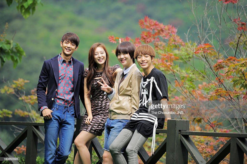 Min-Ho of SHINee, Kim Ji-Won, Sulli of f, and Lee Hyun-Woo pose for