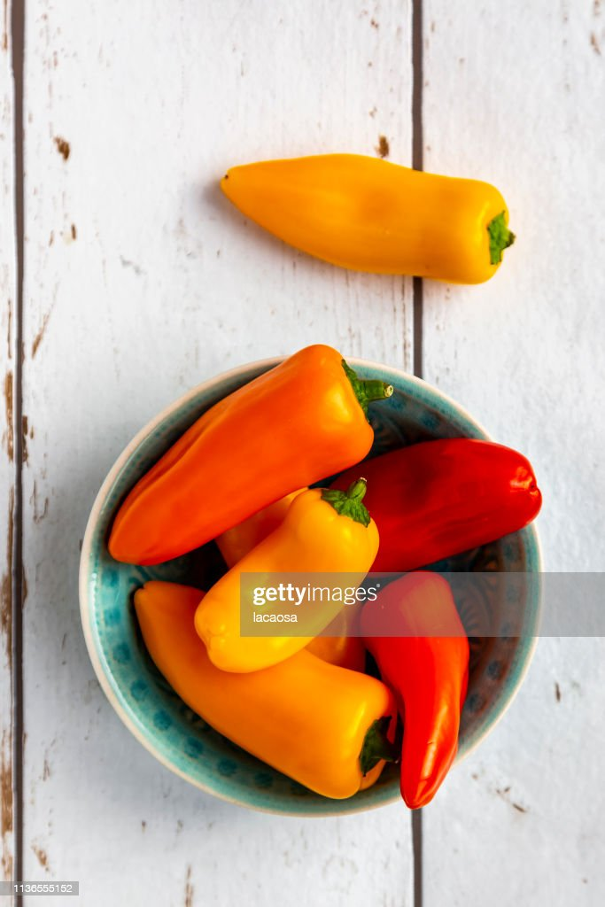mini bell peppers in bowl : Stockfoto