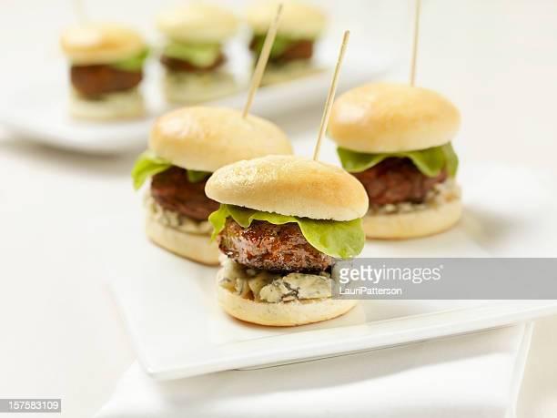 Des Mini-hamburgers ou salade de fromage bleu