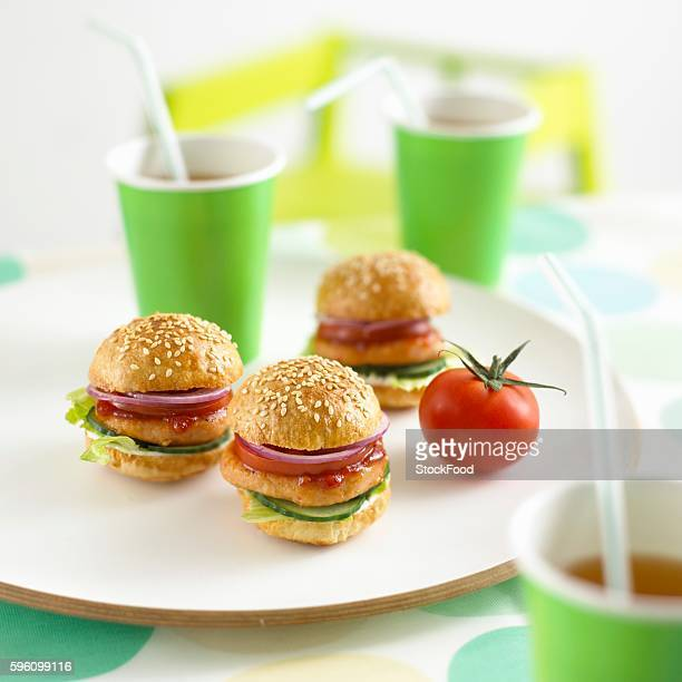 Mini chicken burgers and drinks