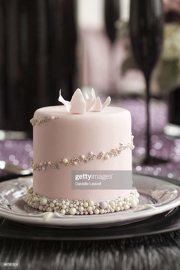 mini individual wedding cake : Stock Photo