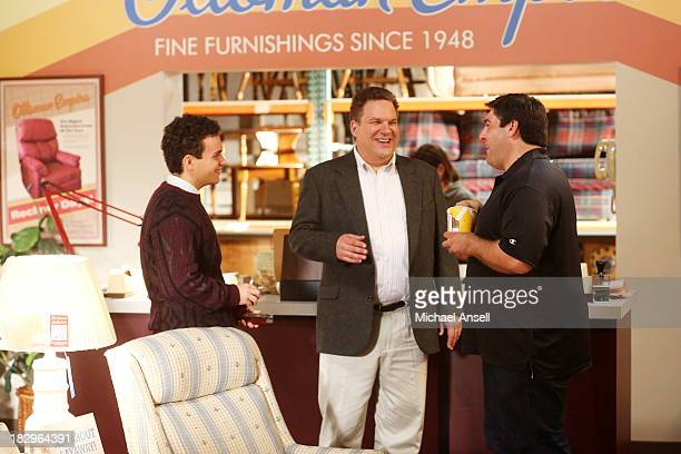 THE GOLDBERGS Mini Murray After Barry pleads for money to purchase a very expensive item Beverly says he must earn the money himself so Murray...